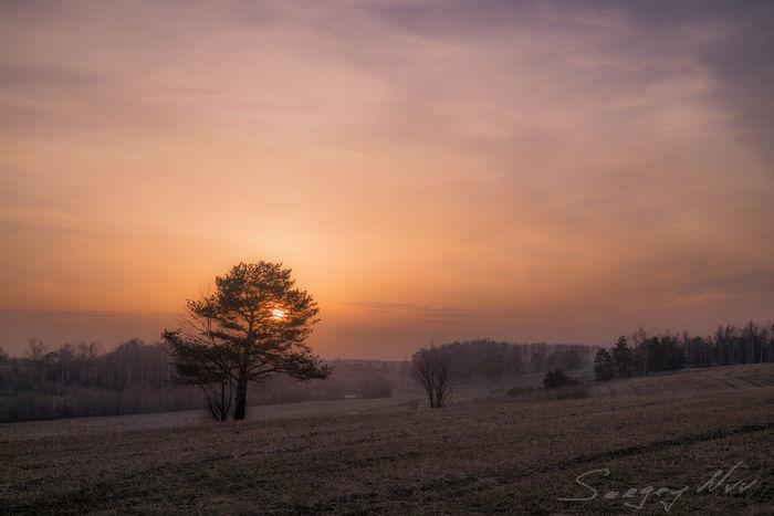 Закат, легкая облачность и дымка