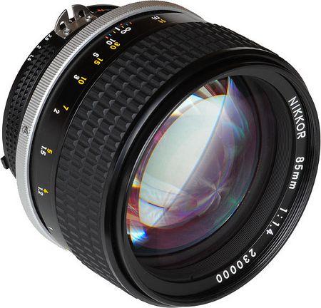 Светосильный объектив Nikon, f-число=1,4