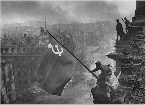 Евгений Халдей. Знамя над Рейхстагом