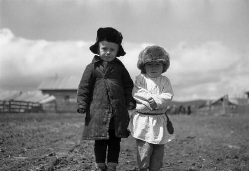 Братанники (двоюродные братья). Петя (слева) и Ефим Гуськовы