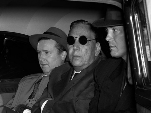 Стэн Дуглас. Подозреваемый, 1950. 2010