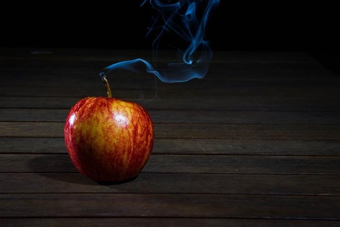 Дым и яблоко