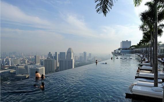 Marina Bay Sands Hotel в Сингапуре с прекрасным бассейном на крыше
