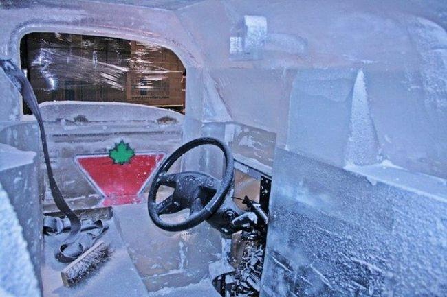 Грузовик из льда