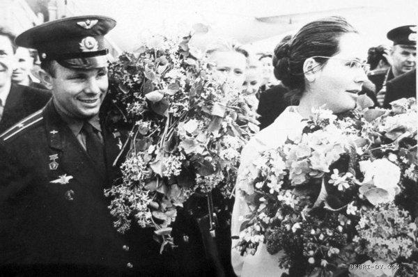 Ю. Гагарин с женой в Хабаровске, май 1962 г. Фото В. Пильгуева.