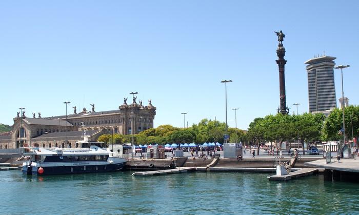 Историческое здание порта Барселоны и Монумент Колумбу