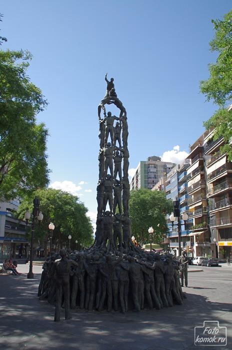 Памятник Кастельерос на Рамбле