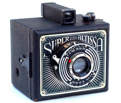 Фотокамера  Super Altissa. Ист. dic.academic.ru