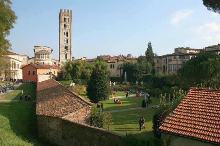lucca-527661_1280