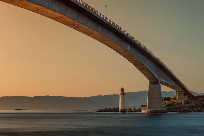 Мост и маяк