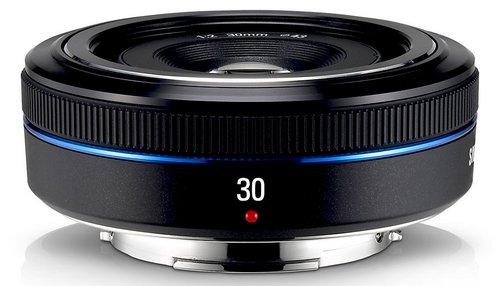Samsung 30mm f/2.0 (с учетом кроп-фактора 47 мм)