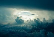 Свет в облаках