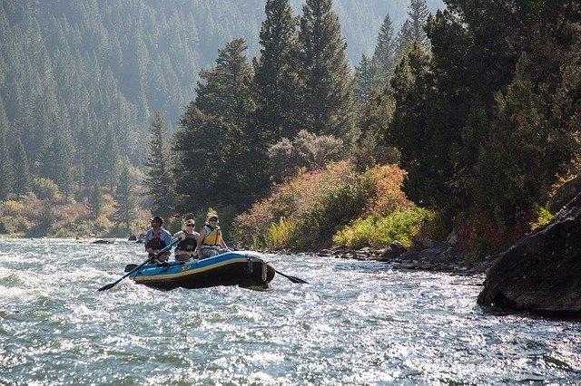 rafting-882399_640