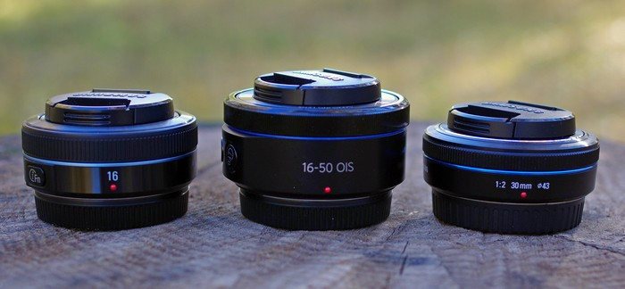 Сравнение габаритов объективов Samsung 16 мм/f2.4, Samsung 16-50mm f3.5-5.6 ED OIS Power Zoom и Samsung 20/f2.0