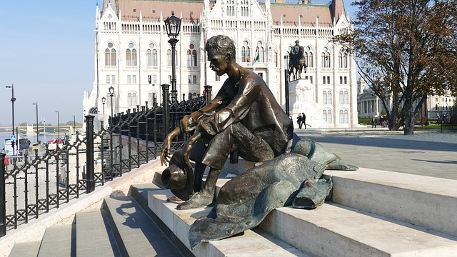 Памятник поэту Аттиле Йожефу
