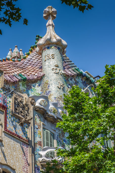 Кроме Саграда Фамилия: 5 шедевров Гауди в Барселоне