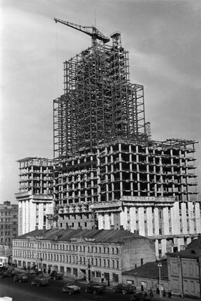 Аркадий Шайхет. Строительство здания Министерства иностранных дел. Москва, 1950. Собрание МАММ/МДФ