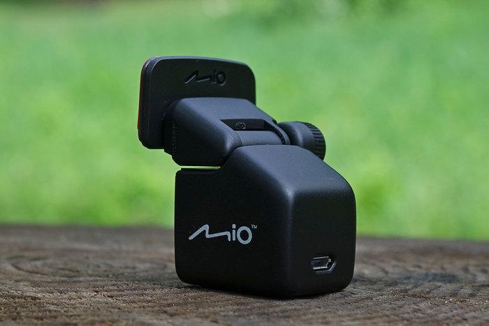 mio-698-back2