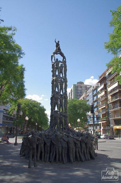 Памятник Кастельерос, Рамбла Нова