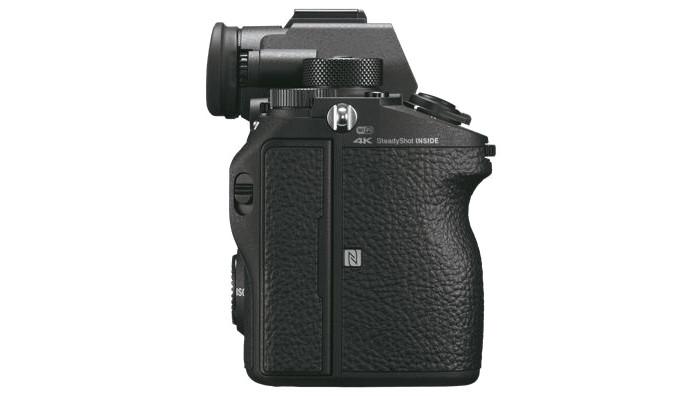 Sony A9 (ILCE-9) - беззеркалка для профи