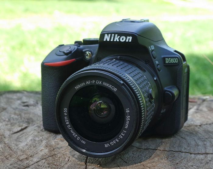 Nikon D5600 с объективом