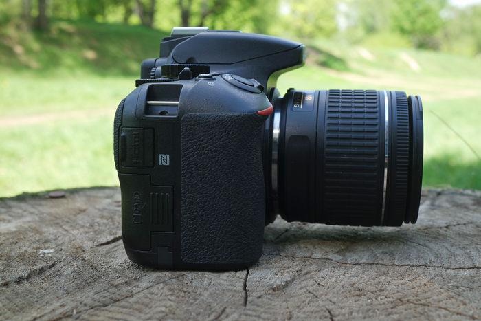 Nikon D5600 справа