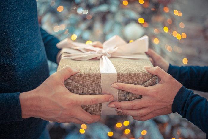 Коробочка с подарком - открытка