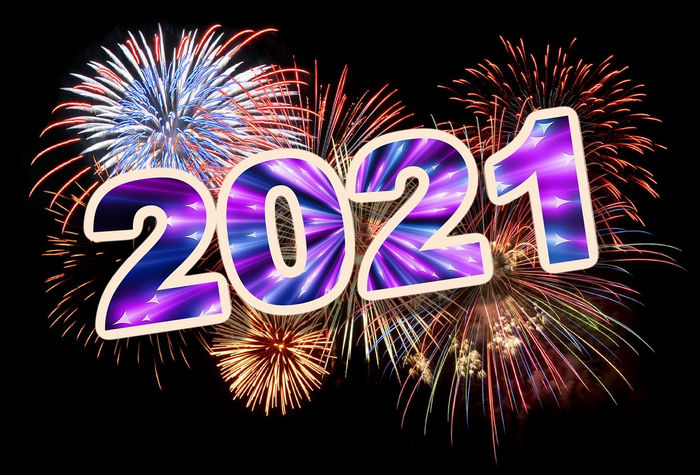 2021 на фоне фейерверка