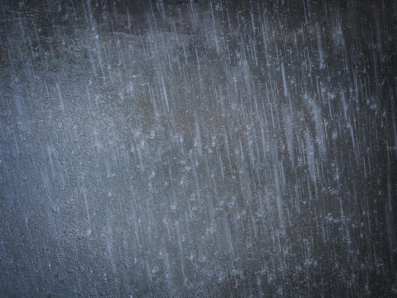 Дождь и летящие градинки
