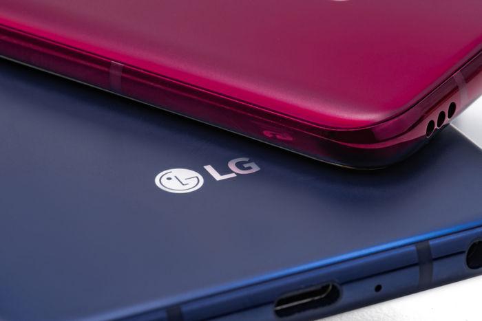 LG V40 ThinQ - корпус