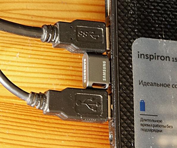 Samsung USB 3.1 Flash Drive FIT Plus 32 Гб (MUF-32AB/APC) в разъеме
