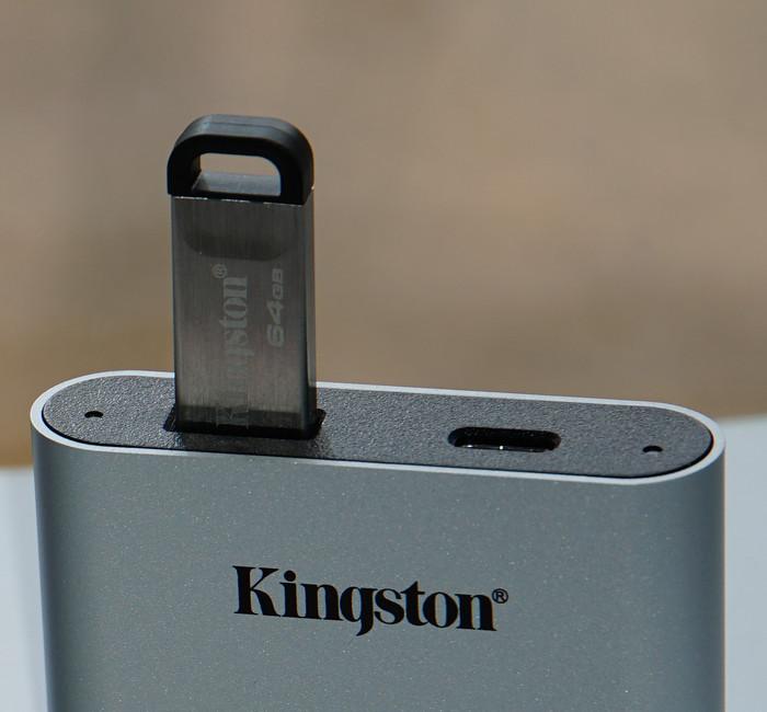 USB Флешка в картридере Kingston
