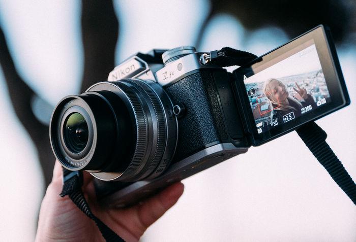 Nikon Z fc - поворотный дисплей